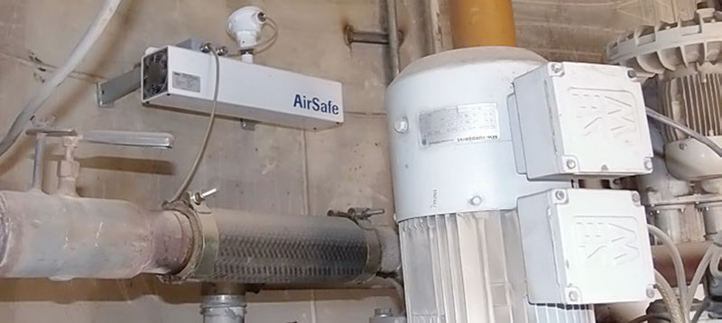 Dust monitoring in ambient air to prevent explosion zones in a plant