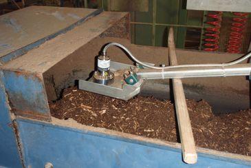 Moisture measurement of tree bark on a conveyor belt